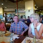 Iain och Birgit diskuterar tapas